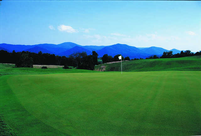A view of green with mountains in background at Vista Links Golf Club