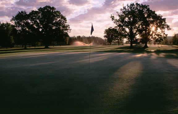 A view of a green at Oak Ridge Golf Club (Joe Wilssens Photography, Inc.)