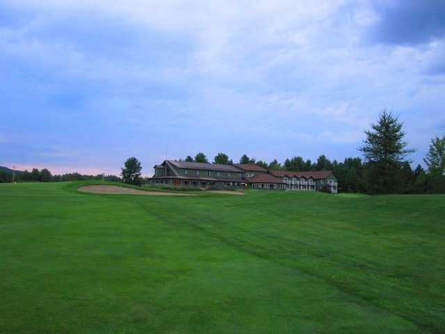 A view of the clubhouse at Club de Golf Heritage