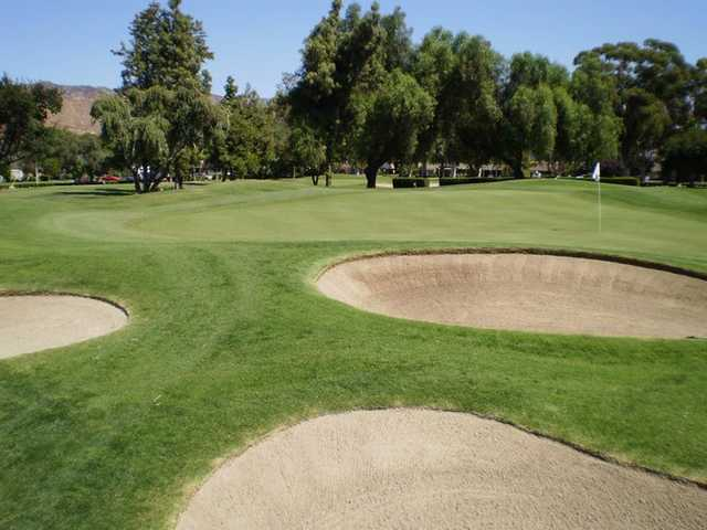 A view of a green protected by bunkers at Arrowhead Country Club