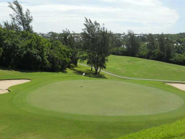 A view of green #4 protected by bunkers at Ocean View Golf Club