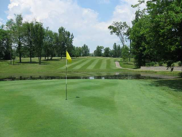 A view of a green with water in background at Ravenswood Golf Club