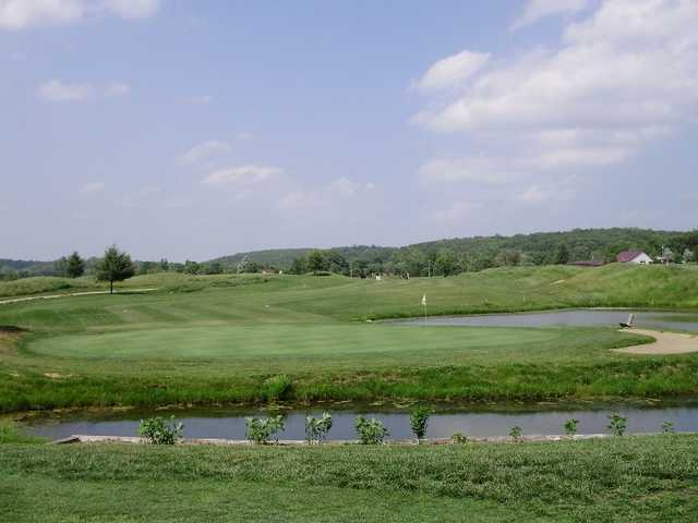A view of hole #4 surrounded by water at Meramec Lakes Golf Course