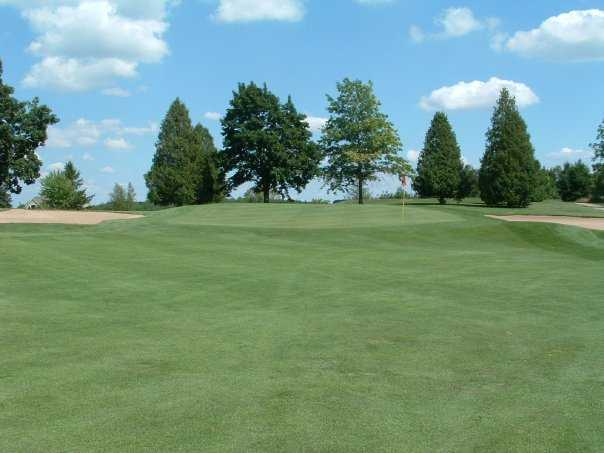 A view of hole #4 protected by sand traps at Old Hickory Country Club
