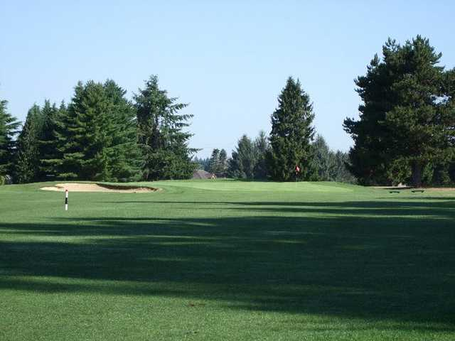 A view of green #8 at Capitol City Golf Club