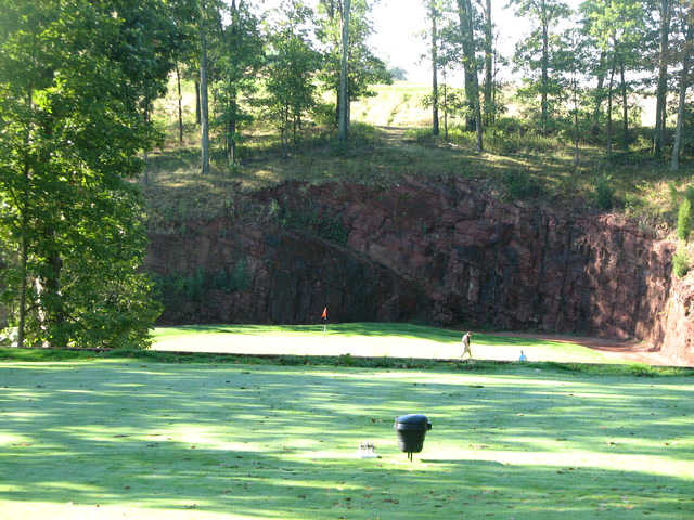 The par-3 third hole at the Links at Gettysburg has a green framed by a sheer, red-rock cliff.
