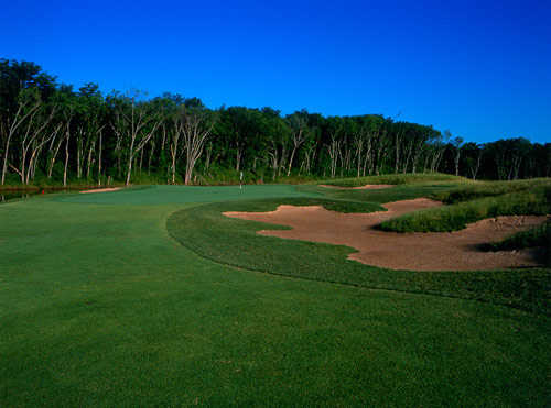 A view of a green surrounded by bunkers at Prairie Highlands Golf Course