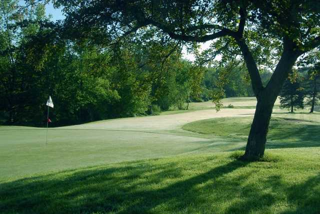View of a green at Hickory Ridge Golf Club