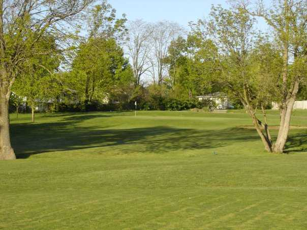 A view of the 3rd green at Lake of the Woods Golf Course