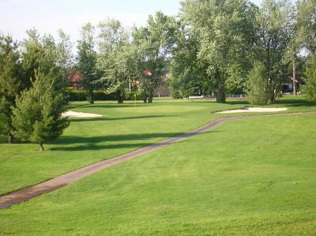 A view of green flanked by bunkers at Jaycee Golf Course