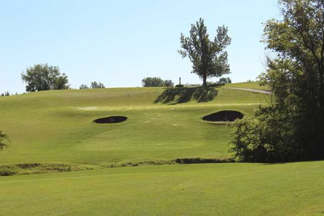A view of green protected by bunkers at Heritage Links Golf Club