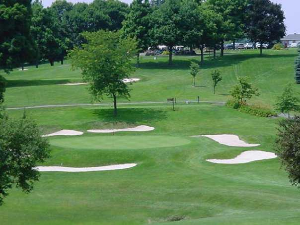 A view of green protected by sand traps at Steubenville Country Club