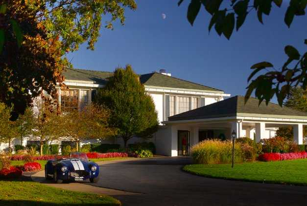 A view of the clubhouse at Lakewood Country Club
