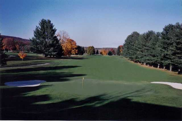 A fall view of a green guarded by bunkers from The Lynx at River Bend Golf Club