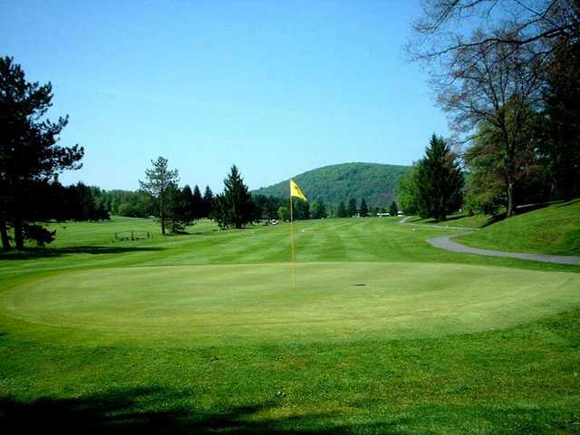 A view of hole #12 at Oakland Golf Club