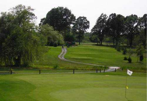 A view of green at Rolling Meadows Golf and Country Club
