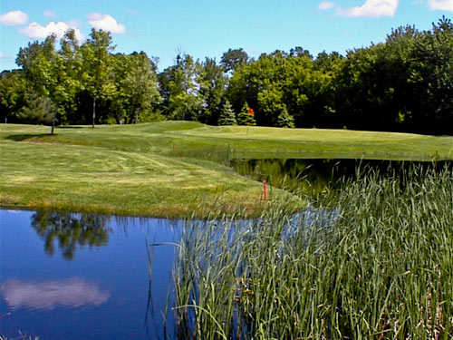 A view of green with water coming into play at Kilkarney Hills Golf Course