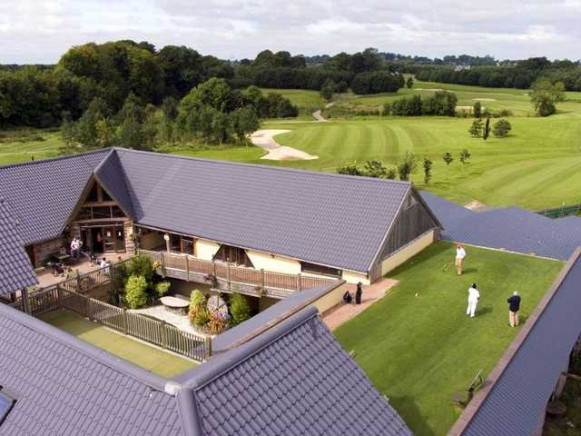 A view of the clubhouse and 1st tee at Highfield Golf Club