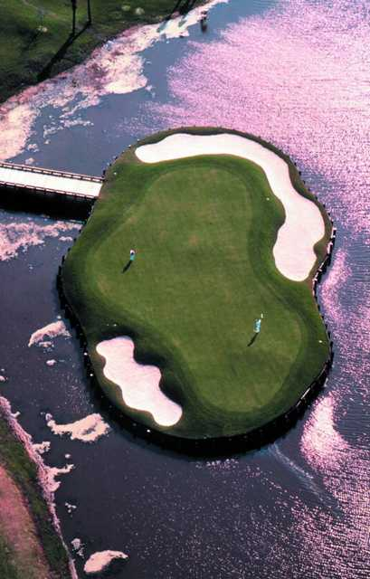 Aerial view of the 15th green at English Turn Golf & Country Club