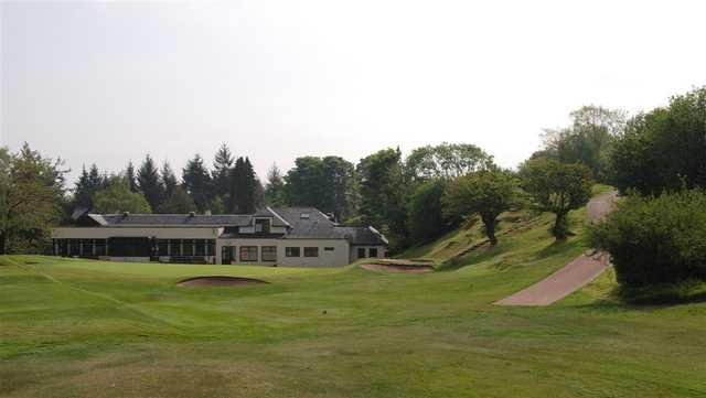 A view of the clubhouse with green in foreground at Old Course Ranfurly Golf Club