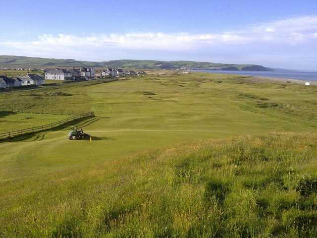 A view of green #6 at Borth and Ynyslas Golf Club