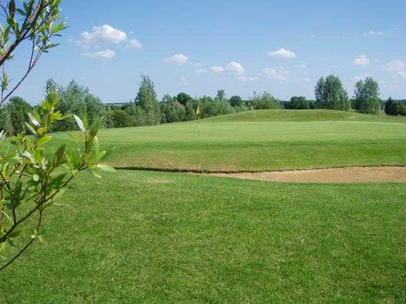 A view of hole #3 at Cambridge Meridian Golf Club