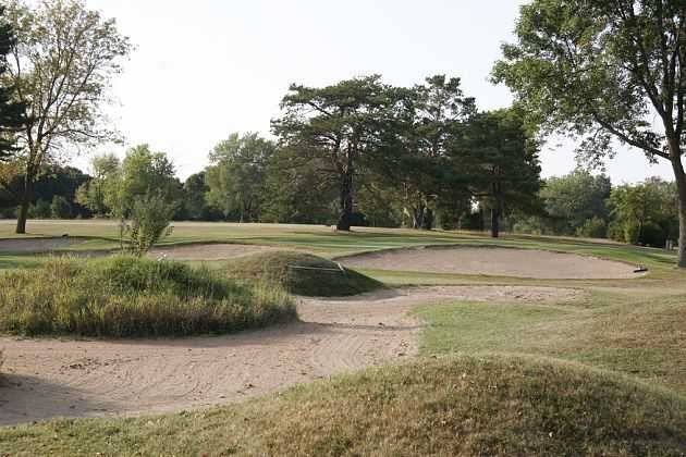 A view of green guarded by bunkers at Hartford Golf Club