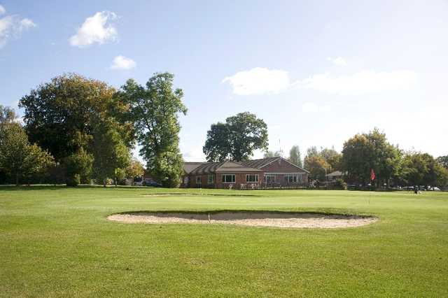 A view of the clubhouse with a green in foreground at Wellow Golf Club