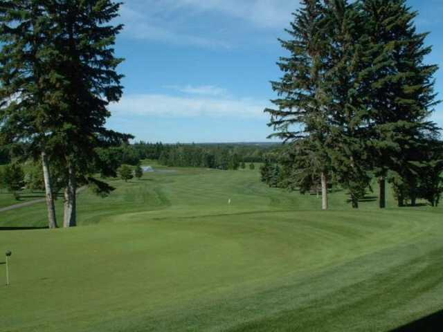 View of the 18th green at Ponoka Golf Club