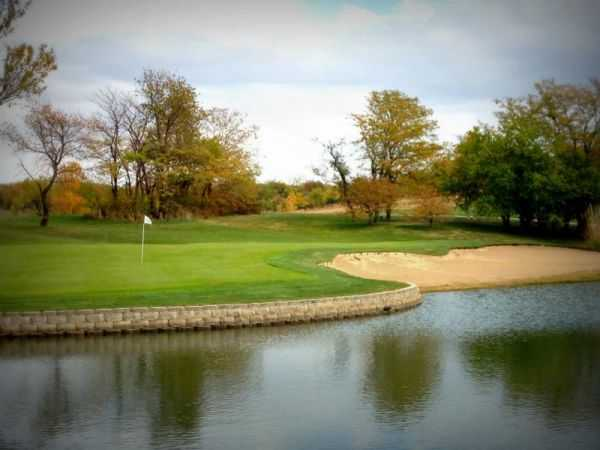 View of the 8th green at Mozingo Lake Recreation Park Golf Course