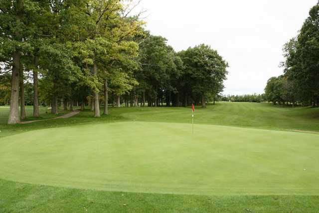View of a green at Thames Valley Golf Course