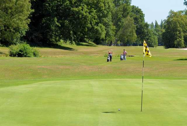 A greenside view of the fairway at the Cocks Moors Woods Golf Club