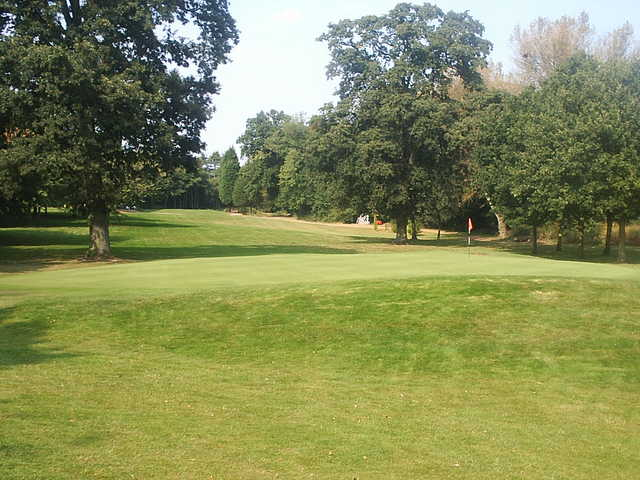 A view of the 1st green at Copsewood Grange Golf Club