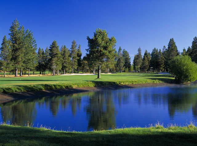 Sunriver Woodlands #9: A great finishing hole to the front nine. A good drive down the left center is important to avoid the pond on the right side.