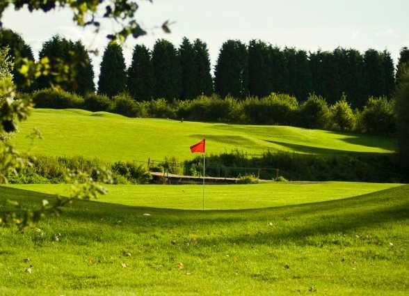 A view of the 9th green at Ravenmeadow Golf Centre