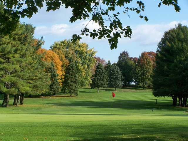 A view of hole #9 at Armitage Golf Course