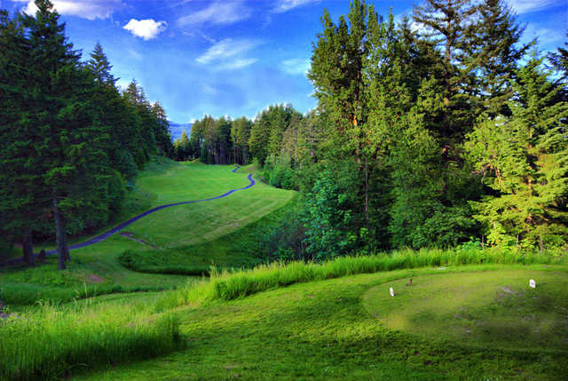 Skamania Lodge #7 (Windy Ridge) - Second shot should favor the left side to open up your approach to the green. Once on the green, take a minute to admire the grandeur of the Gorge, with wind Mountain in the background.