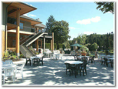 Lewis River clubhouse, restaurant and patio
