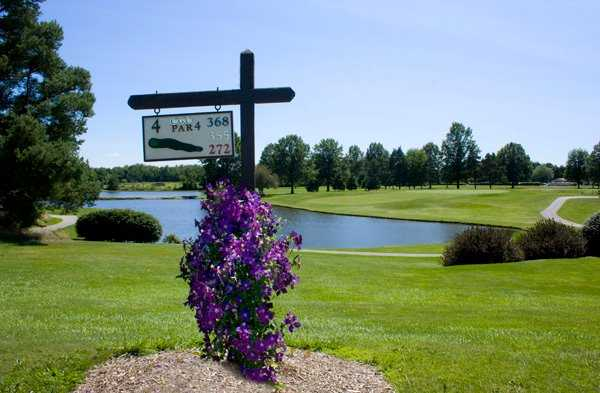 A view of the 4th tee sign at Candywood Golf Club