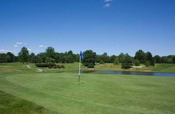 A view of a green with water coming into play at Candywood Golf Club