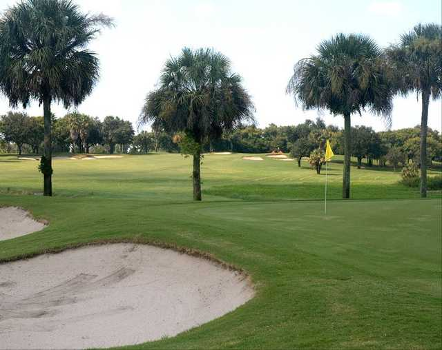 A view of green #5 at Lake Wales Country Club