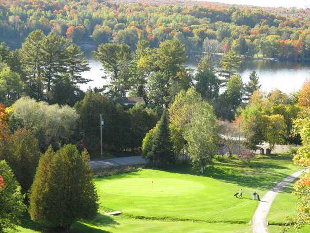 A fall view of a green at Haliburton Highlands Golf Course