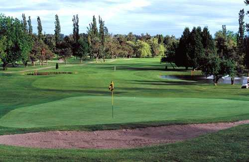 A view of the 18th hole at Main from Surrey Golf Club