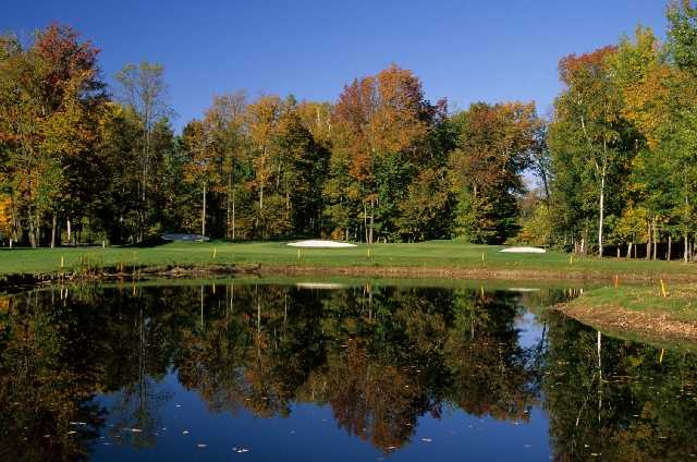 The 3rd hole is the first of four Par 3's you will find at Silver Lakes and is also the shortest hole at only 158 yards.