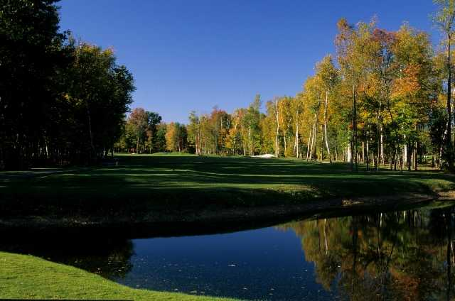 Silver Lakes GC: The 6th hole is a par-4 that extends 414 yards alongside towering white birch trees