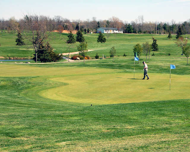 Golfer on the green at Rockway Vineyards Golf Course