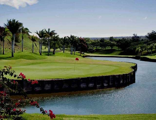 A view of green #18 surrounded by water at Makani Golf Club (Arsenio Lopez)