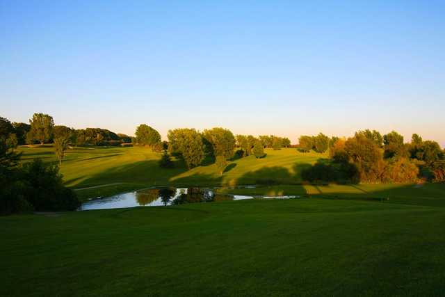 A view of a tee at Oaks Summit Golf Course