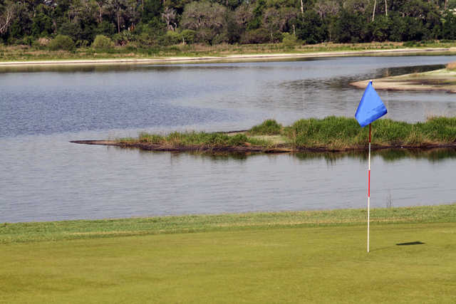 A view of a green with water coming into play at Glen Abbey Golf Club (SportsVolusia)
