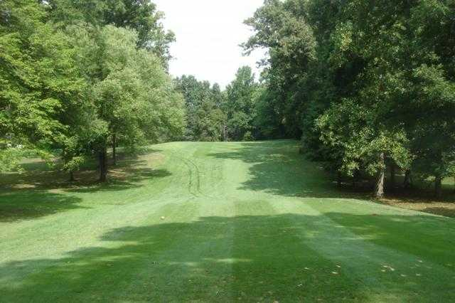 A view from a tee at Burke Lake Golf Center (GolfDigest)